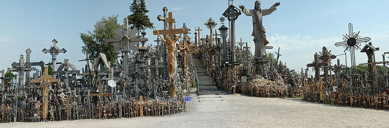 800px-Hill-of-crosses-siauliai
