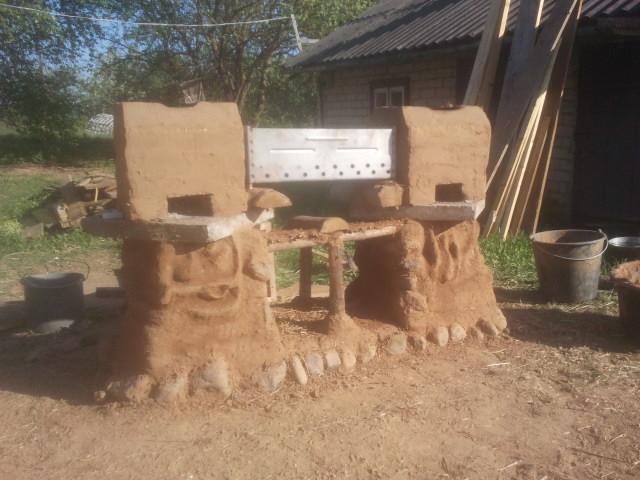 Outside kitchen rocket stove