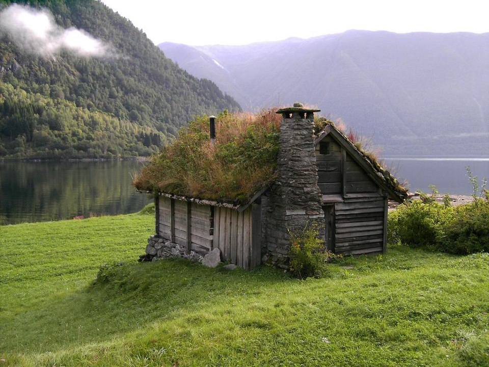 grass-roof-house-norway