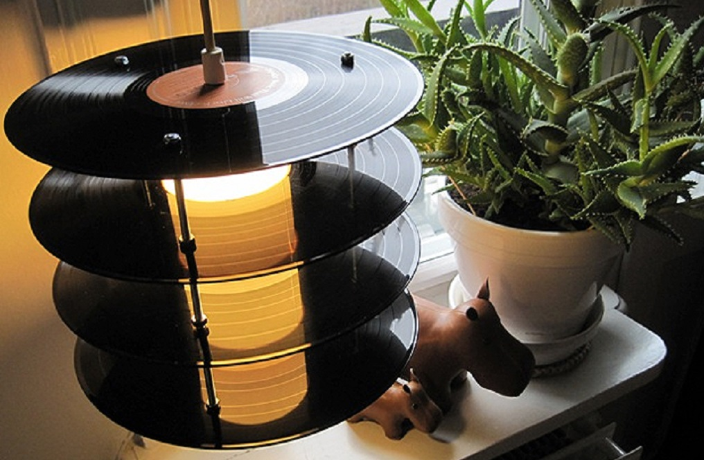 records-recycled-into-lamps-1